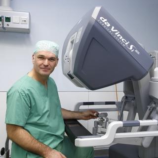 Prof. Dr. med. Marco Niedergethmann am da Vinci S